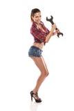 Славный сексуальный ключ удерживания механика женщины Стоковые Изображения RF
