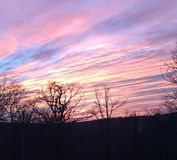 Славный фиолетовый заход солнца стоковые изображения rf