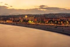 Славный, Франция: взгляд ночи старого городка, des Anglais прогулки Стоковая Фотография RF