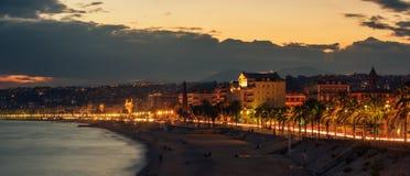 Славный, Франция: взгляд ночи старого городка, des Anglais прогулки Стоковые Изображения