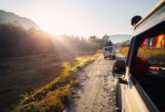 С автомобиля дороги в Непале Гималаях стоковые фотографии rf