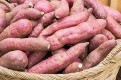 Сладкий картофель в корзине Стоковая Фотография RF