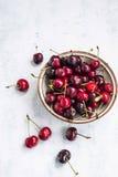 Сладостная зрелая вишня приносить в шаре Стоковое фото RF