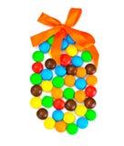 Сладостная конфета Bonbons в форме пасхального яйца на белой предпосылке Стоковое Фото