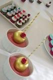 Сладостная таблица & золотые яблоки Стоковые Фотографии RF