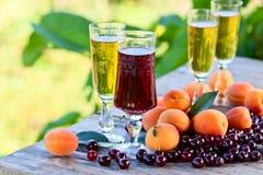 Сладостное вино и плодоовощи Стоковое фото RF