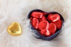 Сладостное золотое сердце Валентайн формы влюбленности сердца карточки Стоковые Изображения