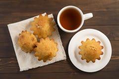 Сладостное сочное пирожное с чаем Стоковое Фото