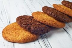 Сладостные аппетитные печенья лежа раскосно Стоковое Фото