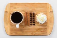 Сладостные булочка и кофе Надземный взгляд Стоковые Фотографии RF