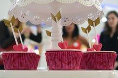 Сладостные булочки & стрелки возлюбленн Стоковые Фото