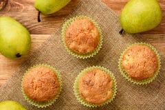 Сладостные булочки с грушами, имбирем и циннамоном Стоковое Изображение RF