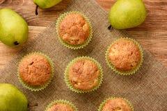 Сладостные булочки с грушами, имбирем и циннамоном Стоковые Изображения RF