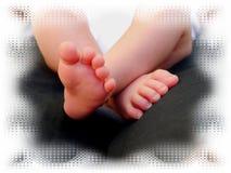 Сладостные дети семьи карточки поздравлению ног младенца Стоковые Фото