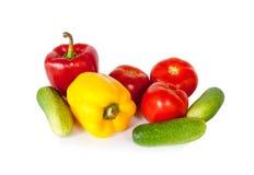 Сладостные перцы, томаты и зеленые огурцы изолированные на белизне Стоковая Фотография