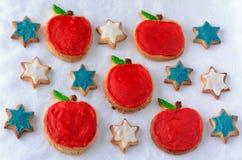 Сладостные печенья выреза на праздник Нового Года Rosh Hashanah еврейский стоковые фотографии rf