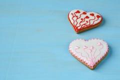 Сладостные печенья в форме сердец на досках Стоковое Изображение RF