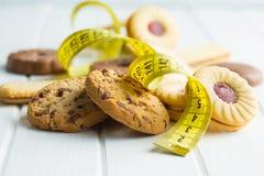 Сладостные печенья и измеряя лента Стоковые Фотографии RF
