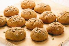 Сладостные плюшки тыквы с циннамоном и имбирем Стоковое Изображение RF