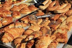 Сладостные хлебы в израильском рынке стоковая фотография