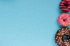 Сладостные donuts на голубой предпосылке Стоковые Фото