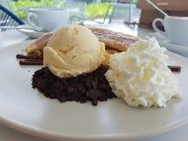 Сладостные waffle и банан Стоковые Фотографии RF