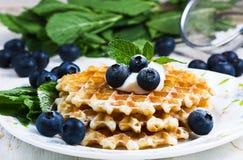 Сладостные Waffles с голубикой Стоковые Изображения
