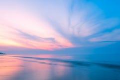 Сладостный восход солнца над морем на пляже Rayong Стоковое Изображение