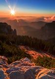 Сладостный заход солнца восхода солнца на горе Стоковое Изображение