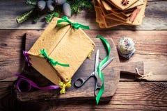 Сладостный коттедж пряника как подарок рождества Стоковое Фото