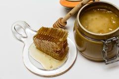 Мед в баке, соте и ручке Стоковые Изображения RF