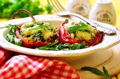 Сладостный перец заполненный с рисом, шпинатом и сыром Стоковые Изображения RF