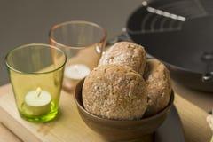 Сладостный хлеб на шаре около стекел Стоковые Изображения