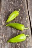3 сладостных зеленых перца на предпосылке Стоковые Изображения RF