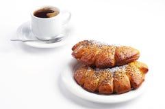 2 сладостных плюшки и кофе Стоковая Фотография