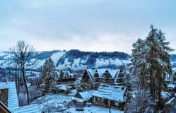 С взглядами вилл Tatras в утре зимы Zakopane Стоковое Изображение RF