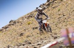 С гонщика велосипеда грязи дороги Стоковые Фото