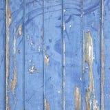 Слезать голубую краску на деревянных двери или загородке Стоковое Изображение