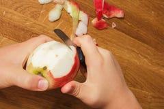 Слезьте яблоко Стоковые Изображения RF