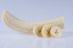 Слезли банан на белой предпосылке Стоковая Фотография RF