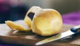 Слезли картошка стоковое изображение rf