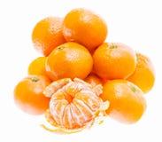Слезли плодоовощ Tangerine мандарина оранжевый изолированный на белом Backgro Стоковая Фотография