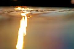 Слепимость Солнця на поверхности воды Стоковое Изображение RF
