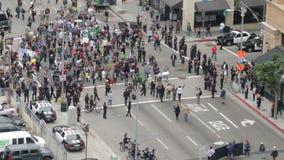 Сдерживание толпы, сигнал вне