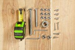 Сделайте его себя - винты, гайки, рулетка, инструменты плотника Стоковые Фото