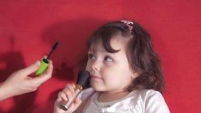 Сделайте красивую маленькую девочку сток-видео