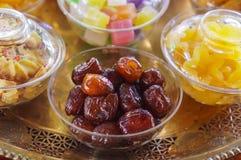 Сделанные ямки китайские jujubes высушенные на стеклянной чашке стоковая фотография