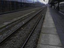След и платформа поезда Стоковые Фото