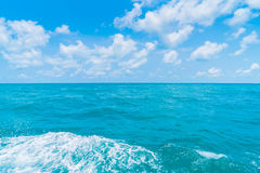 След на поверхности морской воды за шлюпкой Стоковая Фотография RF