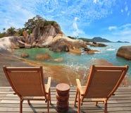 Следовательно удобно восхитить пляж моря Стоковые Изображения RF